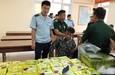 Bắt ba đối tượng người Lào mang 52 bánh heroin, 25kg ma túy đá qua cửa khẩu