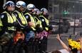 Thời trang lạ lùng của Cảnh sát Montreal