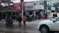 Cận cảnh bệnh nhân mạo hiểm qua đường trước cổng Bệnh viện K