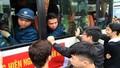 Hà Nội: Người thân bịn rịn tiễn các tân binh lên đường nhập ngũ