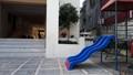 Bé 3 tuổi chết oan dưới sân chung cư vì miếng  gạch bê tông 'trên trời rơi xuống': Ai chịu trách nhiệm?