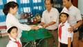 Hai học sinh lớp 3 nhặt được túi vàng mang giao nộp nhà trường