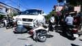 Ô tô chở khách vọt trái đường đâm trực diện 3 xe máy