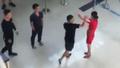 Cầm dao cố thủ trong xe hàng giờ sau khi đe dọa nhân viên sân bay