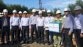 Lãnh đạo EVN thăm, tặng quà chúc Tết cán bộ công nhân thi công công trình đường dây 500 kV Quảng Trạch - Dốc Sỏi