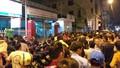 Đà Nẵng: Chen lấn hỗn loạn chờ đăng ký mua vacxin cho con