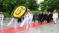 Người dân cả nước và bạn bè quốc tế vào Lăng viếng Bác nhân dịp kỷ niệm 124 năm ngày sinh Chủ tịch Hồ Chí Minh