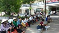 Hàng ngàn người vạ vật trong bệnh viện dưới cái nắng 39 độ C