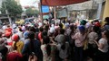 Hải Phòng: Hàng nghìn công nhân ném trứng thối, cà chua đòi tăng lương