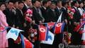 Nhà lãnh đạo Triều Tiên và Phu nhân đích thân ra sân bay đón Tổng thống Hàn Quốc