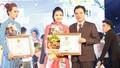 Doanh nhân Xuân Thanh nhận bằng khen vì những đóng góp trong hoạt động từ thiện tại tỉnh Quảng Ngãi.