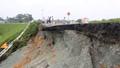 Cầu vượt Thủ Đức sạt lở nghiêm trọng sau mưa