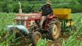"""""""Bỏ phố về rừng"""" chế chiếc máy đa năng trồng nông sản"""