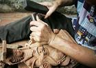 Phạm nhân kỳ tài khắc hạt gạo thành con voi khiến vua Lê phục 'sát đất'