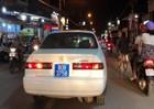 Gắn biển 80B rối hú còi chạy 'bạt mạng', người lái ô tô bị phạt gần 15 triệu đồng