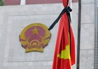 Công sở treo cờ rủ, đoàn viếng Chủ tịch nước Trần Đại Quang không mang vòng hoa