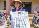 Carlsberg Việt Nam trao 5000 suất quà hỗ trợ người dân Miền trung