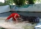 Kinh hoàng: nghệ sĩ xiếc nổi tiếng Thái Lan bị cá sấu ngoạm đầu