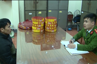 Lạng Sơn: Bắt giữ 2 đối tượng vận chuyển pháo và thuốc lá lậu