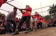 Cụ già, trẻ nhỏ Hà Nội reo hò cổ vũ hội thi kéo co làng Đống Ba