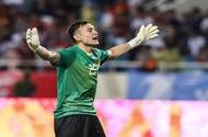 Ngắm Văn Lâm bay người loại 'chướng ngại vật' để Việt Nam vô địch AFF Cup 2018