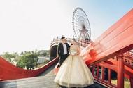 MC VTV gây sốt với màn tỏ tình đẹp như mơ tại cây cầu tình yêu bên vịnh Hạ Long