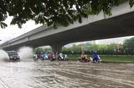 Nhiều tuyến phố Hà Nội thành sông sau cơn mưa lớn
