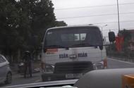 Phẫn nộ với xe chở tôn không che đậy nghênh ngang trên đường