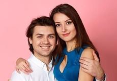 Mức độ hạnh phúc của vợ chồng qua cử chỉ khi chụp ảnh chung