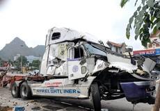 Container mất lái đâm liên hoàn nhiều người thương vong