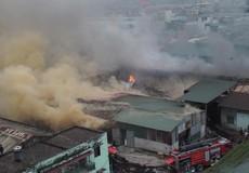 400m2 nhà xưởng bị thiêu rụi trong vụ hỏa hoạn tại kho bánh kẹo tại quận Hoàng Mai (Hà Nội)