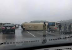 2 xe khách tông nhau trên cao tốc Nội Bài-Lào Cai, nhiều hành khách bị thương