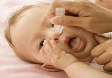 Lạm dụng nước muối cho trẻ nhỏ - lợi bất cập hại