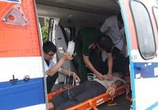 Trực thăng Bộ Quốc phòng ra Trường Sa đưa ngư dân về đất liền cấp cứu