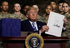 Tổng thống Mỹ ký ban hành Luật quốc phòng