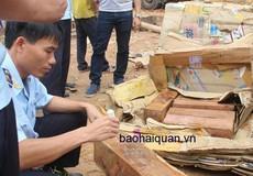 Phát hiện hàng nghìn thanh gỗ lậu ngụy trang trong giấy phế liệu