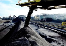 Tháng 10: Xuất khẩu than đá tăng mạnh, điện thoại, linh kiện giảm sâu