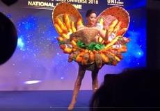 Váy 'Bánh mỳ' của H'Hen Niê ở Miss Universe gây tranh cãi
