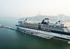 Tàu biển 5 sao đầu tiên cập bến Cảng hành khách quốc tế Hạ Long
