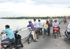 Để lại dép trên cầu Bến Thủy, thanh niên mất tích sau cú điện thoại nửa đêm