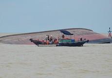 Đề nghị thay thế nhà thầu trục vớt tàu VTB 26 sau nửa năm chìm dưới biển