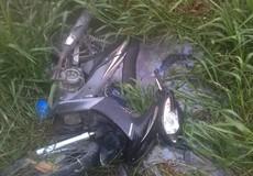 Thi thể nam thanh niên bị xe máy đè dưới mương nước