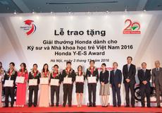 Tặng thưởng 10 sinh viên xuất sắc của các đại học kỹ thuật và công nghệ
