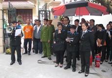 Cưỡng chế trả nhà cho người trúng đấu giá ở phố Đặng Thai Mai, Hà Nội