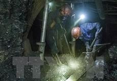 Sập giá đỡ hầm lò khiến hai công nhân bị vùi lấp