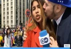 Nữ phóng viên bị sàm sỡ khi tường thuật trực tiếp World Cup