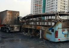 Ô tô khách cháy trơ khung tại Hà Nội, nữ khách mang thai tử nạn