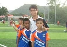Tình cảm đặc biệt của huấn luyện viên nhịn ăn cứu đội bóng nhí Thái Lan