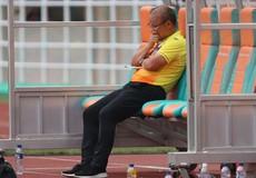 HLV Park ngồi một mình, học trò cố nén cảm xúc sau khi tuột HC đồng