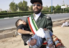 Lễ duyệt binh tang tóc ở Iran
